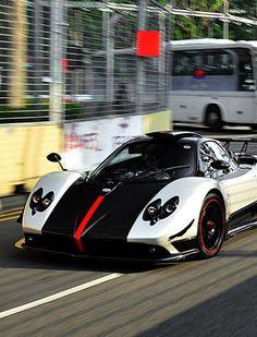 The Pagani Huayra - Super Car Center Nike Roshe, Sport Cars, Race Cars, Logo Branding, Pagani Huayra, Pagani Car, Koenigsegg, Sport Logos, Sport Videos