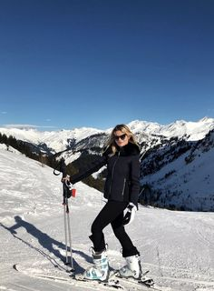 It's Official: These are the Leggings You Need for Your Next Ski Trip — Who What Wear Es ist offiziell: Dies sind die Gamaschen, die [. Ski Weekends, Ski Fashion, Arab Fashion, Sporty Fashion, Sporty Outfits, Sporty Chic, Fashion Spring, Daily Fashion, Snow