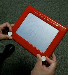 Etch A Sketch inventor dies at 86 (Photo: Karen Bleier / AFP - Getty Images)-made in my home town Bryan, Ohio Retro Toys, Vintage Toys, Childhood Toys, Childhood Memories, Throwback Day, Barbie Kids, Dont Ever Give Up, Etch A Sketch, Cabbage Patch Kids