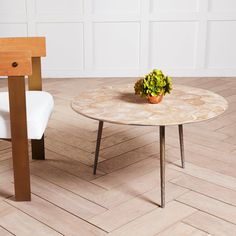 Showcase the beauty of teak root with our Round Teak Coffee Table. This unique and organic piece will give your living room an earthy appeal. Mid Century Modern Living Room, Mid Century Modern Furniture, Living Room Modern, Midcentury Modern, Living Room Decor, Modern Bedroom Decor, Modern Decor, Teak Coffee Table, Coffee Tables