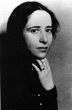 """""""Vita activa"""" di Hannah Arendt è un testo incredibilmente potente, senza cui non potremmo comprendere le ricerche di autori tra loro pur così diversi come Habermas, Sennett o Nussbaum. Mi colpisce che il libro,"""