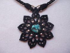 Turquoise crimped in This elegant Mandala Macrame por LunaticHands