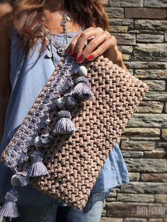 Los diferentes tipos de trapillo y cómo usarlos Crochet Clutch, Crochet Handbags, Crochet Purses, Crochet Bags, Crochet Animals, Crochet Diy, Love Crochet, Crochet Food, Couture Cuir