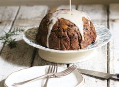 Christmas Pudding - The Little Green Spoon. A nutritious twist on the classic. Vegan, totally delicious and really easy to make! Dairy Free Recipes Easy, Real Food Recipes, Snack Recipes, Dessert Recipes, Yummy Food, Gluten Free, Christmas Pudding, Christmas Treats, Christmas Recipes