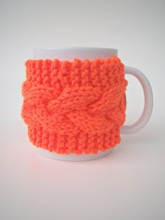 Hey, I found this really awesome Etsy listing at https://www.etsy.com/listing/174113254/knit-cozy-and-mug-set-cable-pattern-mug