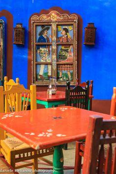 Beautiful colors in Mexican restaurant Mexican Style Decor, Mexican Style Homes, Mexican Colors, Mexican Restaurant Decor, Decoration Restaurant, Restaurant Design, Mexican Interior Design, Mexican Designs, Mexican Hacienda