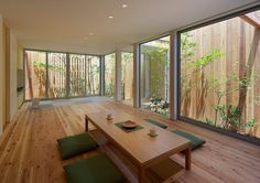 リビングのデザイン:西三国の家 House in Nishimikuniをご紹介。こちらでお気に入りのリビングデザインを見つけて、自分だけの素敵な家を完成させましょう。