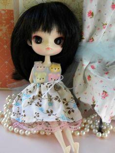 Cute dress for Blythe or Dal Dolls by DollsinWonderland on etsy. I need little dal version