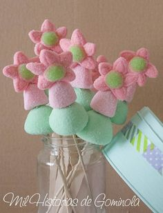 Brochetas de Chuches, rosa y mint. Ideales para comuniones Marshmallow Flowers, Marshmallow Pops, Candy Kabobs, Bar A Bonbon, Carnival Themed Party, Sweet Cones, Mini Sandwiches, Garden Birthday, Candy Cakes