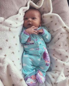 Precious little baby girl Little Baby Girl, Baby Kind, Little Babies, Baby Love, Baby Baby, Wiedergeborene Babys, Foto Baby, Cute Baby Pictures, Reborn Baby Dolls