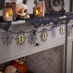 50 of the best Halloween Home Decor Ideas! Halloween Ideas and Fall Home Decor Ideas. Spooky and neutral halloween home decor ideas. Spooky Halloween, Halloween Bunting, Halloween Home Decor, Holidays Halloween, Halloween Crafts, Halloween Decorations, Halloween Party, House Decorations, Spooky Scary