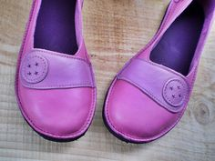 26 may 2011 027 by fairysteps, via Flickr Handmade shoes; lots of colors and styles. by Fairysteps