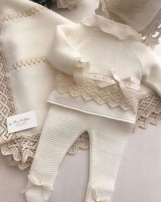 Cómo Nos Gustan Las Maravillas Que Ofrec Modainfantil – Diy Crafts – Qoster - Herzlich willkommen Newborn Outfits, Baby Outfits, Kids Outfits, Knit Baby Dress, Knitted Baby Clothes, Baby Girl Fashion, Kids Fashion, Baby Pullover, Baby Sweaters