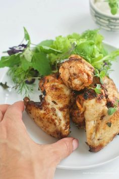 Friggere (quasi) senza olio: 3 ricette golose per cena - il fior di cappero Frittata, Tandoori Chicken, 3, Ethnic Recipes, Food, Entertaining, Dinner, Chicken, Essen