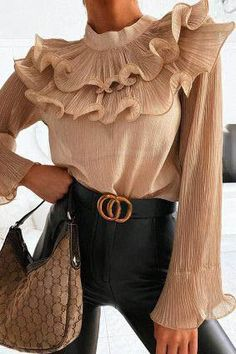 Mode Outfits, Girly Outfits, Classy Outfits, Stylish Outfits, Fashion Outfits, Womens Fashion, Fashion Trends, Luxury Fashion, Beige Outfit