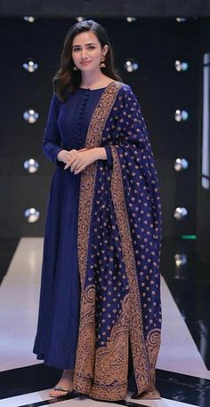 Simple Pakistani Dresses, Indian Gowns Dresses, Indian Fashion Dresses, Pakistani Dress Design, Indian Designer Outfits, Indian Designers, Hijab Fashion, Prom Dresses, Women's Fashion