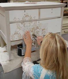 Преображение интерьера: декупаж мебели