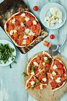 Pepperoni, Bon Appetit, Mozzarella, Vegetable Pizza, Vegetables, Koti, Recipes, Recipies, Vegetable Recipes