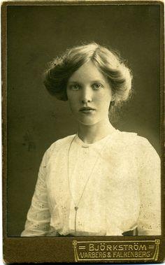 Studio: Björkström - Varberg & Falkenberg Porträtt av en ung kvinna - Sverige - Om 1915 img209