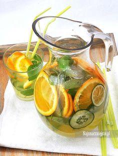 Lemoniada cytrusowa z ziołami Beverages, Drinks, Health Eating, Iced Tea, Raw Food Recipes, Punch Bowls, Cucumber, Smoothies, Detox
