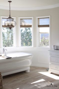 58 Ideas for farmhouse bathroom chandelier floors - Modern Mold In Bathroom, Small Bathroom, Master Bathroom, Bathroom Cabinets, Master Bedrooms, Bathroom Sets, Target Bathroom, Colorful Bathroom, Bathroom Bin