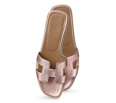 """Oran Hermes ladies' sandal in rose gold laminated nappa leather, leather sole<br><br><span style=""""color: #F60;"""">This item may have a shipping delay of 1-3 days.</span><br><br>"""