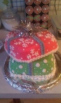 Coolest Christmas Giftbox Cake... This website is the Pinterest of Christmas cakes