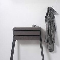 Combo Design is officieel dealer van Arco ✓Pivot wandkast ✓ Gratis offerte aanvragen ✓ Makkelijk te bestellen Nightstand, Table, Furniture, Design, Home Decor, Cloakroom Basin, Decoration Home, Room Decor