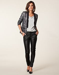 How to wear leather pants classy