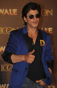 Dilwale (2015) Dilwale 2015, Shahrukh Khan, Pilot, Mens Sunglasses, Fashion, Moda, Fashion Styles, Pilots, Men's Sunglasses
