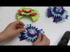 Como elaborar un lazo, Moño, con flor Sol, Pap Flowers Kanzashi, Diy Moños doble color - YouTube