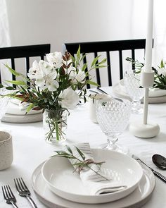 5 Tips to Set a Simple and Modern Tablescape - Homey Oh My, .- 5 Tips to Set a Simple and Modern Tablescape – Homey Oh My, 5 Tips to Set a Simple and Modern Tablescape – Homey Oh My, - Round Table Settings, Elegant Table Settings, Wedding Table Settings, Setting Table, Everyday Table Settings, Round Tables, Place Setting, Table Setting Inspiration, Fall Table