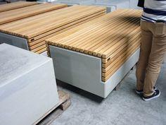 Losse houten stoelen locatie ontwerp grijsen datum van foto 15 9 14 fotograaf en bron - Ontwerp banken ...