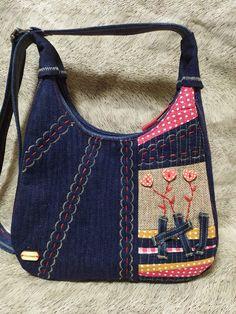 LoskutBox - patchwork, patchwork et quiltig - джинсовые сумочки Backpack Bags, Tote Bag, Backpack Pattern, Denim Crafts, Diy Handbag, Recycle Jeans, Denim Bag, Quilted Bag, Mode Inspiration