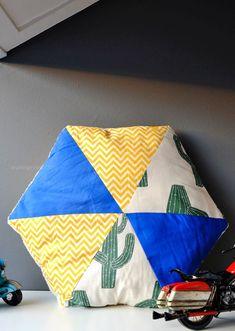 """Hexagon Kissen selber nähen   Schnitt & Anleitung aus dem Buch """"Sew Happy"""" von Jolijou   waseigenes.com Blog"""