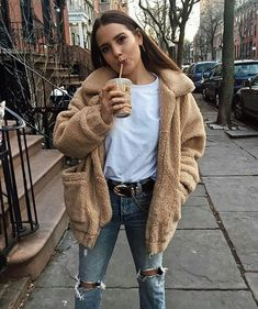 Teddy Bear jacket over white tee ad knee ripped jeans, fall/winter outfit, casual Winter Fashion Outfits, Fall Winter Outfits, Look Fashion, Trendy Outfits, Autumn Fashion, Cute Outfits, Winter Clothes, Womens Fashion, Fashion Trends