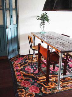 salle a manger, salon bohème, séjour bohème, salon boho, séjour boho, salon coloré, séjour coloré, bohemian livingroom, boho livingroom, deco florale, deco boheme; tapis kilim boheme, tapis boheme, tapis moldave, tapis fait main