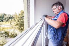 Aufbringen des Vorkombrimierten Bandes auf dem Fensterrahmen! Dies ist ein Bestandteil der ÖNORM-Fenstermontage B5320!  #Fenstertausch in #Linz