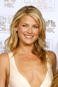 Smart Ali Larter … De luxe Hairstyles… Larter first appeared in the media wh… Smart Ali Larter … De luxe Hairstyles… Larter first appeared in the media when she portrayed the fictional character of Allegra Coleman on the November 1996 issue of Esquire. Ali Larter, Kerr Smith, Actrices Sexy, Glamour Magazine, Hollywood Actresses, Hot Actresses, Gal Gadot, Christina Hendricks, Kristin Kreuk