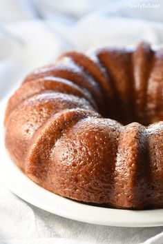 Simple Cinnamon Cake is light and wonderful. Perfect for the cinnamon lover on a Sunday brunch or Easter!This Simple Cinnamon Cake is light and wonderful. Perfect for the cinnamon lover on a Sunday brunch or Easter! Cinnamon Cake Recipes, Fall Cake Recipes, Baking Recipes, Simple Cinnamon Cake Recipe, Easy Recipes, Healthy Recipes, Köstliche Desserts, Delicious Desserts, Dessert Recipes