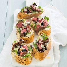 Bruschetta's met biefstuk - Leuke recepten Bruschetta, New Recipes, Healthy Recipes, Healthy Food, Appetizer Recipes, Appetizers, Happy Foods, High Tea, Sushi