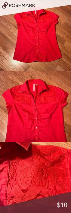 In The Pink Lace Button Shirt Good condition. No flaws. Size medium In the Pink Tops Button Down Shirts