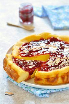 Mexican Recipes Creamy Greek yogurt cake, with raspberry jam … Mexican Food Recipes, Sweet Recipes, Cake Recipes, Dessert Recipes, Greek Yogurt Cake, Torte Cake, Sweets Cake, Italian Desserts, Food Humor