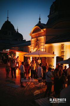 A Városliget és a Műjégpálya patinás épülete gyönyörű hátteret biztosíthat akár a Te esküvődnek is!  Nézd meg legjobb esküvőhelyszíneinket Budapesten a linkre kattintva! Budapest, Taj Mahal, Building, Travel, Viajes, Buildings, Destinations, Traveling, Trips