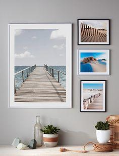 A partir de vos propres photos ou d'images que vous aimez, organisez autour d'une même thématique une composition de cadres, à la fois élégante et graphique. L'idée : choisir et alterner les formats et les dispositions.