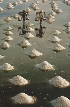 Salt workers in Vietnam (photography photo picture image beautiful amazing travel world places nature landscape) People Around The World, Places Around The World, Travel Around The World, Around The Worlds, Vietnam Voyage, Vietnam Travel, Asia Travel, Le Vietnam, Visit Vietnam