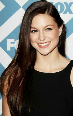 I love her brown hair Beautiful Celebrities, Beautiful Actresses, Stunning Women, Beautiful Ladies, Kara Danvers Supergirl, Supergirl Tv, Melissa Benoit, Melissa Supergirl, Melissa Marie Benoist