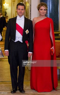 Mexican President Enrique Pena Nieto and his wife Angelica Rivera pose for a photograph before a State Banquet at Buckingham Palace on March 3, 2015 in London, England. The President of Mexico, accompanied by Senora Angelica Rivera de Pena, are on a State Visit to the United Kingdom as the guests of Her Majesty The Queen from Tuesday 3rd March to Thursday 5th March.  (Photo by Justin Tallis - WPA Pool /Getty Images)