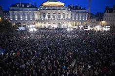 Le monde entier rend hommage à Charlie Hebdo après l'attaque meurtrière de mercredi