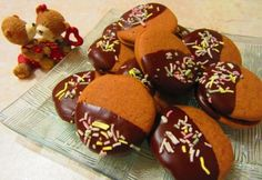 Csokis krémes tallérok Gingerbread Cookies, Biscuits, Muffin, Pudding, Breakfast, Food, Sweets, Gingerbread Cupcakes, Crack Crackers